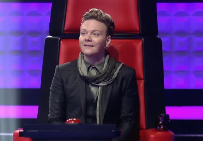 Teló fica desmaiado de surpresa ao virar sua cadeira no 'The Voice Brasil' (Foto: TV Globo)