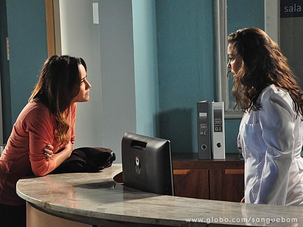 Malu pressiona, Socorro se desespera e abre o bico (Foto: Jacson Vogel/TV Globo)