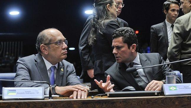 Gilmar Mendes, ministro do STF, e Sergio Moro, juiz federal, no Senado Federal (Foto: Agência Senado)