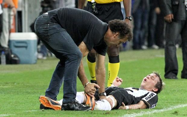 Bernard lesão Atlético-MG final Olimpia Libertadores (Foto: EFE)