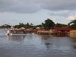 Estuário do Rio Paraíba, na praia de Jacaré, deve ser evitado por banhistas (Foto: Krystine Carneiro/G1)