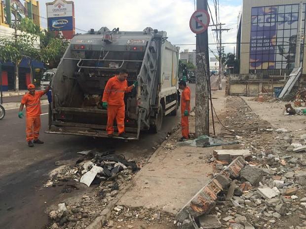 Acidente ocorreu no trecho entre dois shoppings no sentido Centro-bairro (Foto: Diego Toledano/G1 AM)