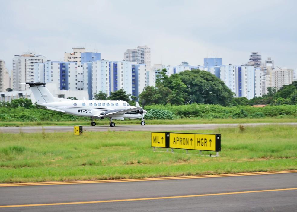 Aeronave trafega pelo aeroporto Campo de Marte (SP) (Foto: Divulgação/Infraero)