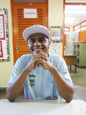 Elismar Pereira dos Santos, aluno em escola (Foto: Isabella Formiga/G1)