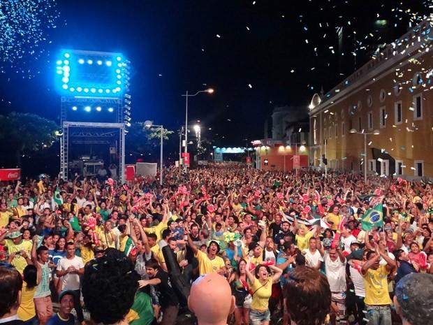 Torcida na Fan Fest Recife