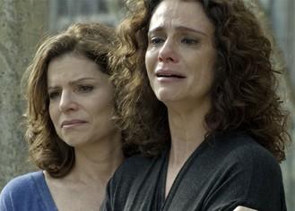 Irene perde na Justiça e é obrigada a devolver a filha adotiva para Diana