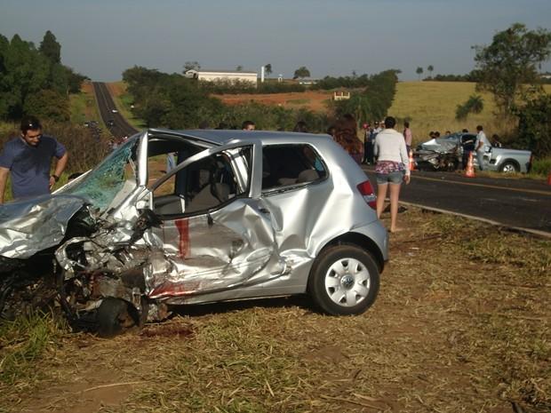 Carros ficaram destruídos após acidente (Foto: Cedidas por Rafael Machi)