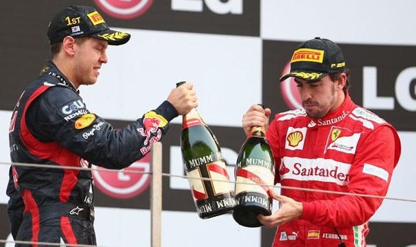 Sebastian Vettel e Fernando Alonso disputam a liderença no campeonato (Foto: Getty Images)