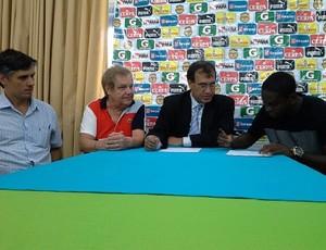 Marcelo Nicácio - assinatura de contrato - Paysandu (Foto: Divulgação / Ascom Paysandu)