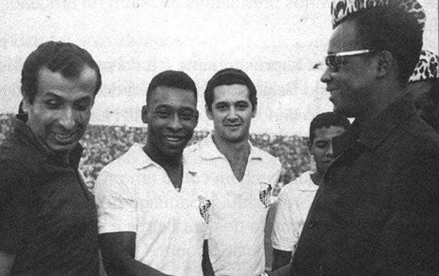 Santos Guerra Nigéria Pelé (Foto: Reprodução/Site oficial Santos Futebol Clube)