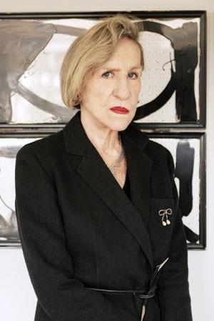 Foto tirada em abril de 2006, em Paris, mostra a designer francesa Andree Putman em seu escritório (Foto: AFP)