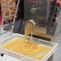 Máquina de fazer macarrão (Foto: Gabriela Gasparin/G1)