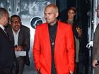 Após anunciar término com Rihanna, Chris Brown curte noite com amigos
