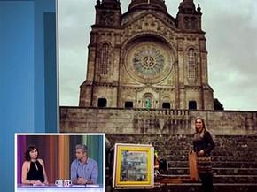 Flávia Alessandra em frente a uma igreja centenária (Foto: Vídeo Show / Gshow)