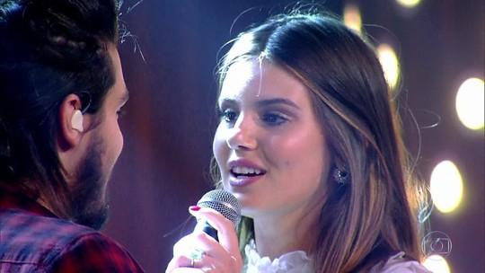 """Camila Queiroz e Luan Santana  cantam: """"Amor de interior"""""""