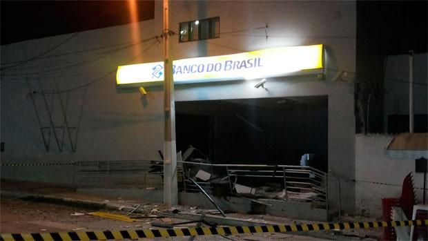 Agência do Banco do Brasil em Afonso Bezerra também foi alvo dos criminosos (Foto: Klayton Ferreira)
