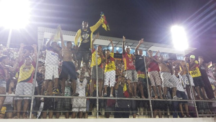 Torcida do Globo FC comemora título (Foto: Jocaff Souza)