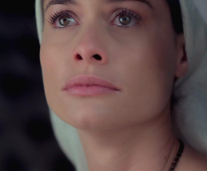 Lívia sofre ao ver o amado com Melissa (Foto: TV Globo)