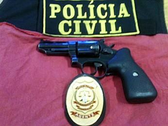 Segundo a Polícia Civil, esse foi o revólver utilizado no dia do crime que resultou na morte de um morador de Águas Claras. (Foto: Polícia Civil / Divulgação)