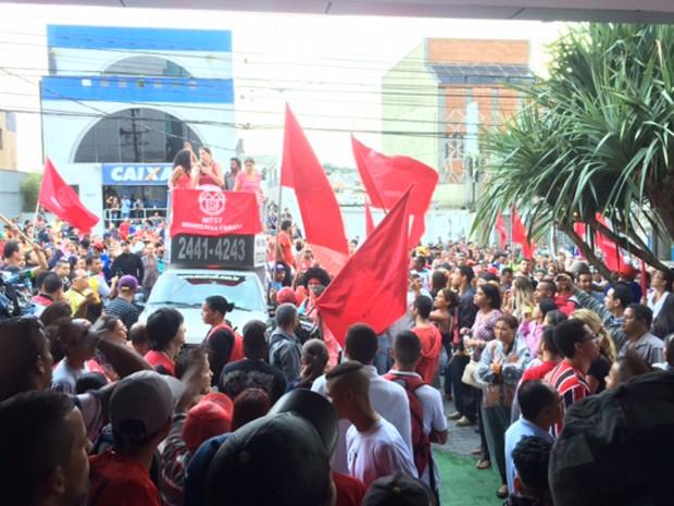MTST encerram ato em frente à sede do Sindicato da Habitação (Foto: Amanda Previdelli/G1)