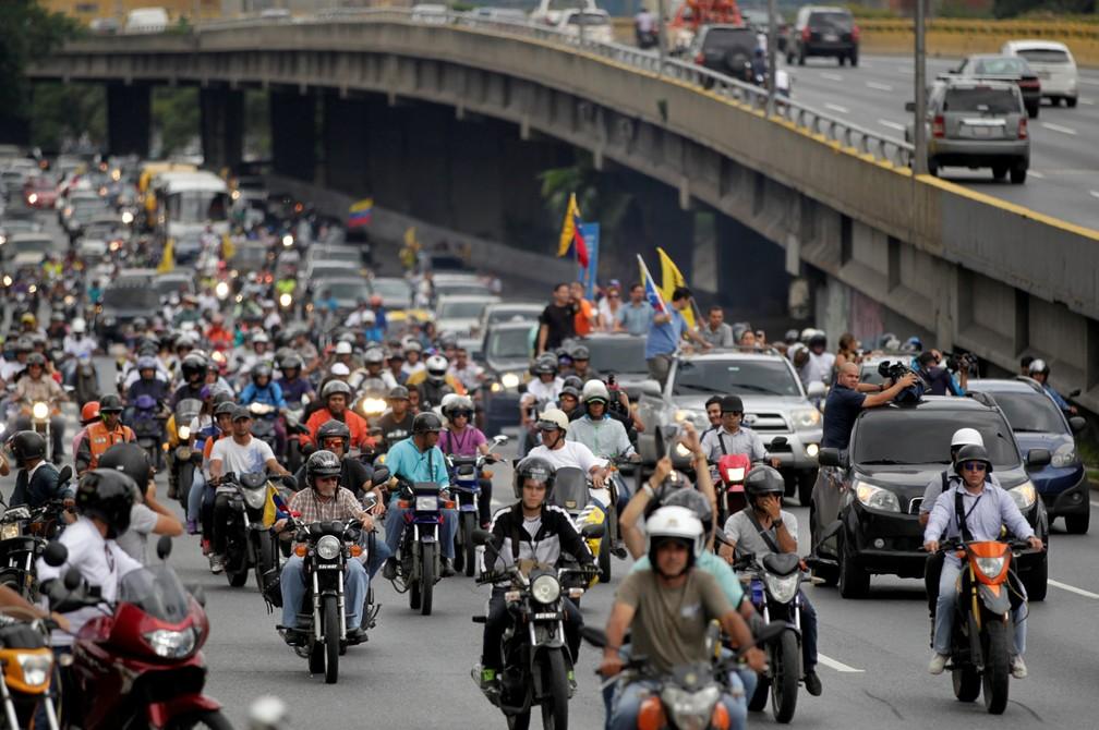 Protesto contra Maduro neste sábado (13), em Caracas (Foto: REUTERS/Christian Veron)