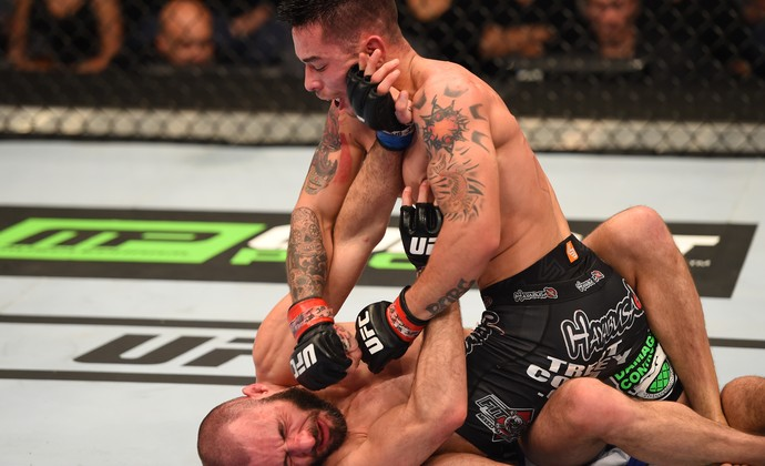 Ray Borg golpeia Chris Kelades (Foto: Getty Images)