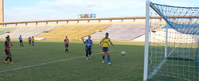 Esse ai passou. São Paulo Star Pink marca o segundo gol com Neném (Foto: Emanuele Madeira/GLOBOESPORTE.COM)