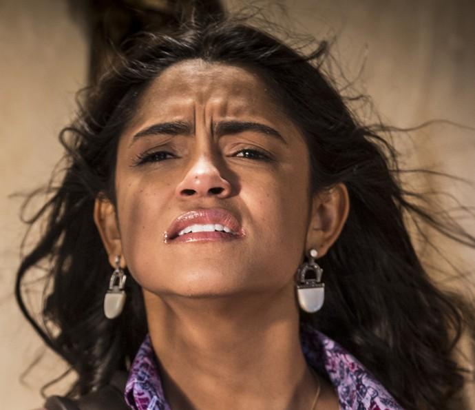 Luzia fica abalada ao ver que Olívia e Miguel estão sofrendo pela falta de Santo (Foto: Inácio Moraes/ Gshow)