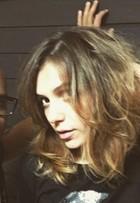 Monica Iozzi muda o visual e fica loira