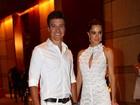 Rodrigo Faro e Vera Viel aparecem usando novas alianças em evento
