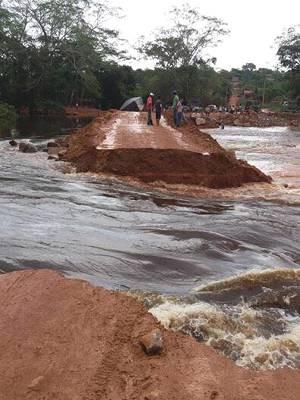 Desvio sobre o rio Arataú cedeu após rio transbordar. Pará Transamazônica Parajá chuvas inverno amazônico (Foto: Nilson Galvão/ Arquivo Pessoal)