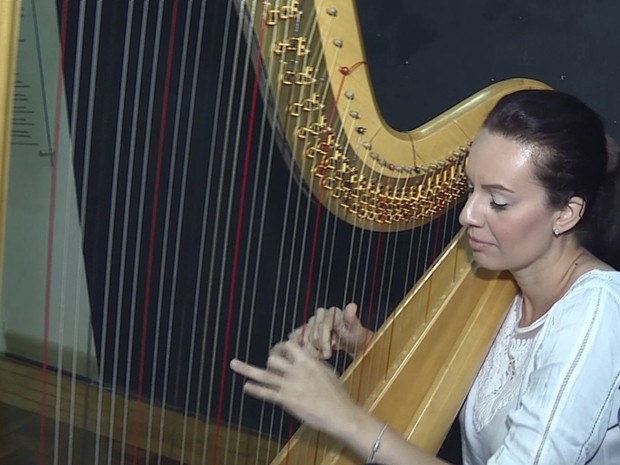 Festival de música atrai instrumentos inusitados em Poços (Foto: Reprodução EPTV)