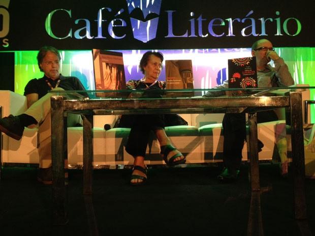 Mia Couto disse que não consegue desconectar a sua profissão de biólogo com a de escritor. (Foto: Isabela Marinho/G1)