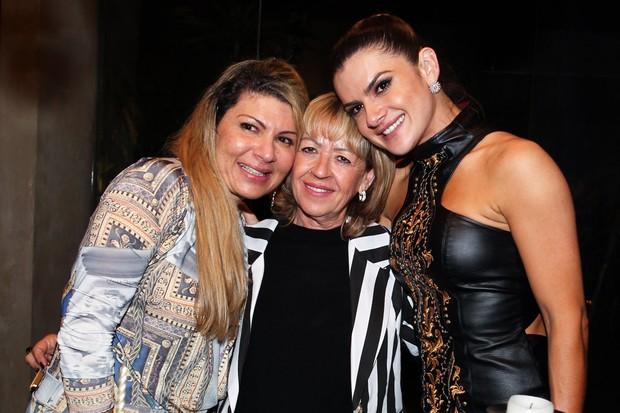 Mirella Santos com a mãe e a irmã (Foto: Manuela Scarpa e Marcos Ribas/Foto Rio News)