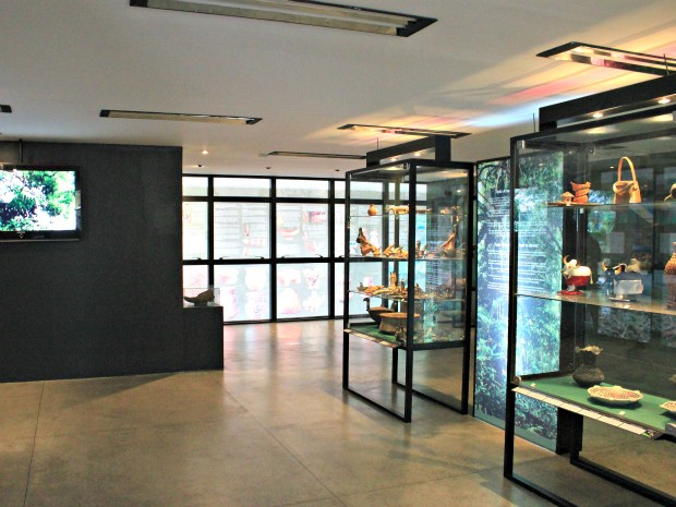 Primeira sala conduz o visitante ao reconhecimento da região norte, da descrição dos estados à exibição de peças arqueológicas (Foto: Tiago Melo/G1 AM)