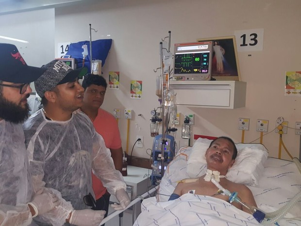 Dupla esteve com pacientes que sofrem de esclerose lateral amiotrófica (Foto: Divulgação)