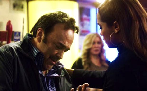 O pai da Dawson vai tentar dar menos trabalho para a filha (Foto: Canal Universal)