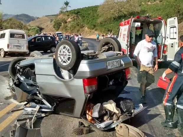 Acidente envolveu tres veículos entre Poços de Caldas e Bandeira do Sul (Foto: Marcelino/ Polícia Rodoviária Federal)