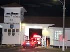 Angélica e Luciano Huck deixam hospital em ambulâncias separadas