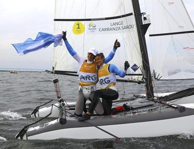 Primeiro ouro olímpico da Argentina na vela: Santiago Lange e Cecilia Carranza (Foto: Brian Snyder/ Reuters)