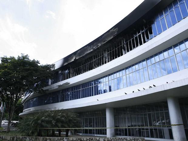Fachada da Biblioteca Pública Luiz de Bessa, em Belo Horizonte. (Foto: Lúcia Sebe/Imprensa MG)
