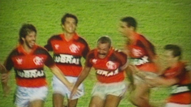 Júnior comemora um de seus gols na final do Brasileiro de 1992 (Foto: Reprodução SporTV)