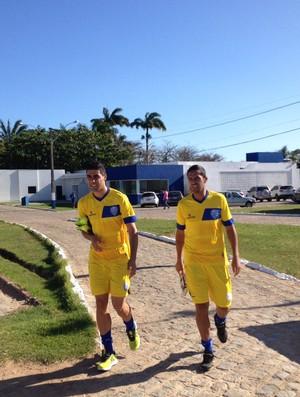 Xandão e Douglas, jogadores do CSA (Foto: Jota Rufino/GloboEsporte.com)