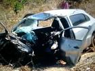 Três pessoas morrem após carro bater de frente com carreta na MT-242