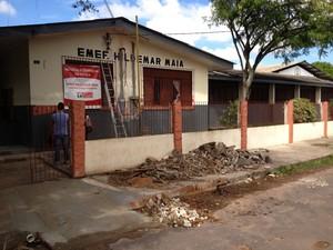 Escola municipal Hildemar Maia passa por reformas (Foto: John Cley/ G1)