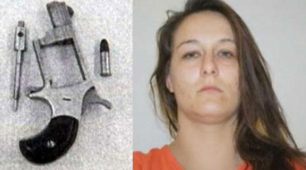 Christie Dawn Harris tinha escondido uma arma na vagina (Foto: Reprodução)