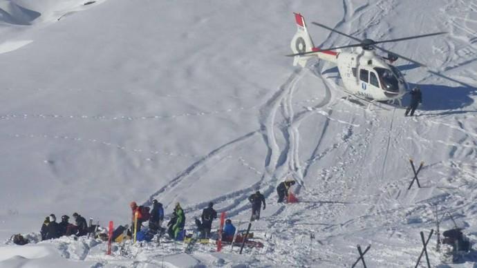 Jornal alemão divulga foto de atendimento de Schumacher após o acidente (Foto: Reprodução/Bild)