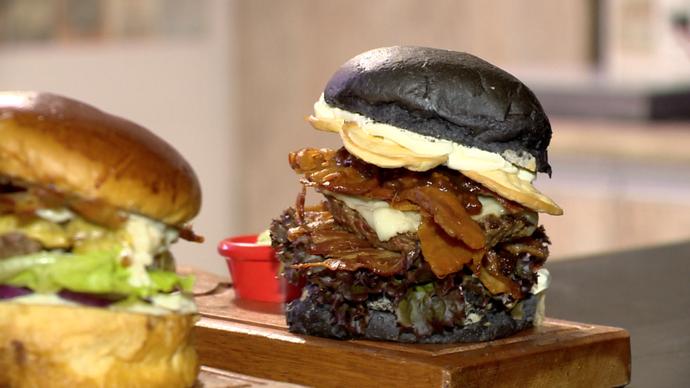 Hambúrguer com pão de cacau é uma das novidades no mercado (Foto: Divulgação/ TV Gazeta ES)