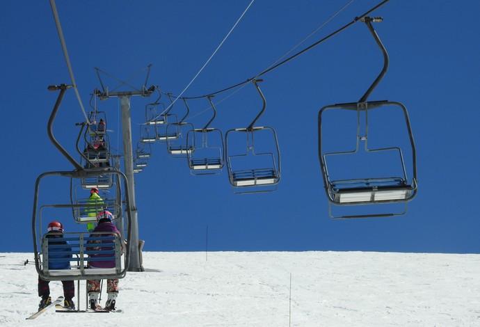Teleférico leva os praticantes de esportes da neve até o meio da montanha (Foto: Thierry Gozzer)