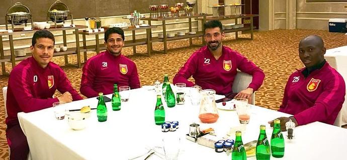 Hernanes com Lavezzi e Aloisio na China (Foto: Reprodução / Instagram)